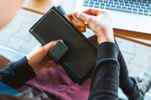 advantages and disadvantages of credit card essay