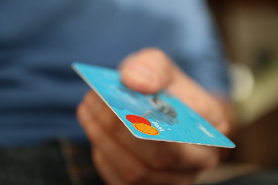advantages and disadvantages of using credit cards